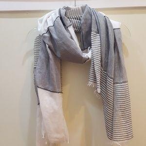 Lightweight b&w scarf